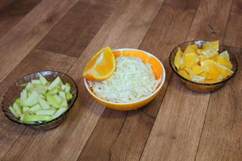 фруктовый салат с апельсином и яблоком - шаг 1