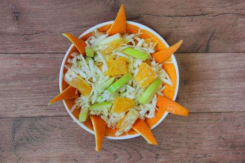 фруктовый салат с апельсином и яблоком