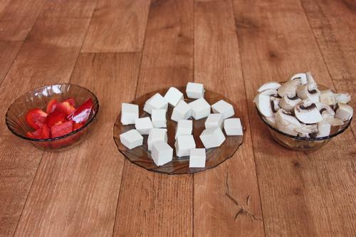 Тофу с грибами и базиликом в имбирном соусе - шаг 1