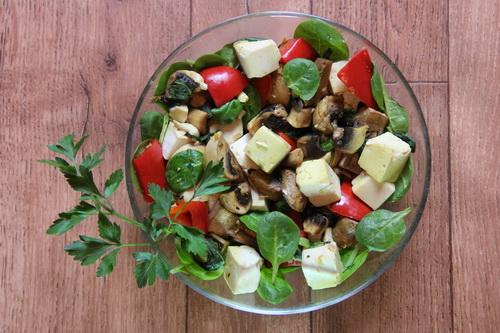 Тофу с грибами и базиликом в имбирном соусе