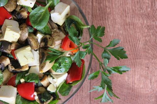 Тофу с грибами и базиликом