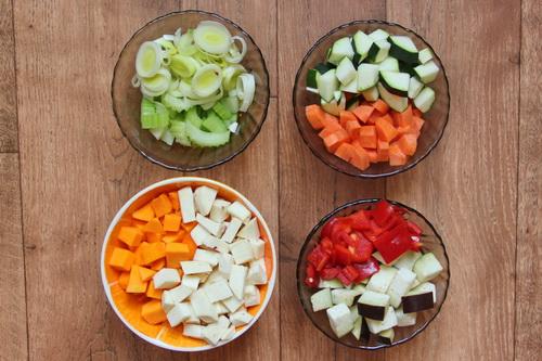 овощи в соусе карри - ша 4 (режем овощи)