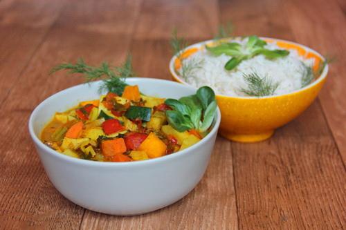 овощи в соусе карри с рисом