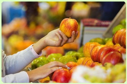 фруктовая полка в магазине